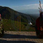Sejumlah penari memainkan ritual Udok Dayak saat terjadi Gerhana Matahari Total (GMT) di pegunungan Matantimali, Sigi, Sulawesi Tengah, Rabu (9/3).