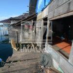 Warga suku Bajo menyantap sarapan sebelum berangkat melaut di Pulau Kabalutan, Kepulauan Togean, Tojo Unauna, Sulawesi Tengah. ANTARAFOTO/Basri Marzuki/18
