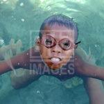 Seorang anak suku Bajo muncul ke permukaan setelah menyelam di Pulau Kabalutan, Kepulauan Togean, Tojo Unauna, Sulawesi Tengah. ANTARAFOTO/Basri Marzuki/18