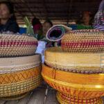 Sejumlah warga suku Pamona menunggui dagangannya di Pasar Desa pada Festival Musintuwu (Kebersamaan) di Tentena, Poso, Sulawesi Tengah, Jumat (1/11/2019).